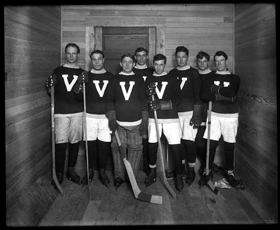 VPL Accession Number: 16292 Date: Unknown Photographer/Studio: Thomson, Stuart Topic: Hockey players Hockey teams Portraits, Group Organization: Vancouver Millionaires (Hockey team) Location: British Columbia - Vancouver Copyright Restrictions: Public Domain
