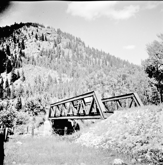 Title proper Bridge crossing the West Kettle River on the CPR line General material designation     Graphic material Title statements of responsibility Photograph taken by David Davies. Title notes     Source of title proper: Derived title. Level of description Item Repository Northern BC Archives & Special Collections Reference code 2013.6.36.1.027.03 Dates of creation area Date(s)     [23 June 1979] (Creation) Physical description area Physical description 1 photograph : b&w ; 9 x 9 cm Archival description area Scope and content Photograph depicts bridge #269 crossing the West Kettle River. This is located approximately 2 miles north of the Rhone crossing and at about mile 27 on the CPR line in the Carmi Subdivision. The view is looking north and upgrade.
