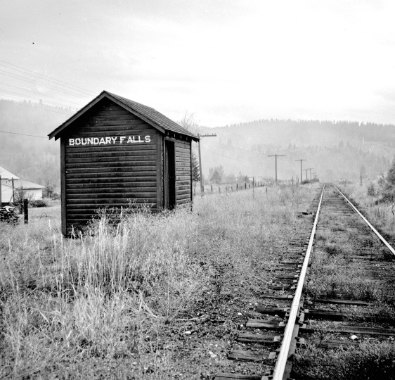 Title proper CPR line at Boundary Falls General material designation     Graphic material Title statements of responsibility Photograph taken by David Davies. 14 Sept. 1970 (Creation) Photograph depicts the CPR line at Boundary Falls, which is at mile 121 from Nelson on the Boundary Subdivision. The view is looking west and it shows the former flag stop shelter.